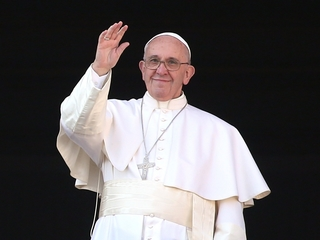 Pope urges support for refugees during mass