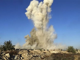 ISIS slows Iraqi forces into Ramadi