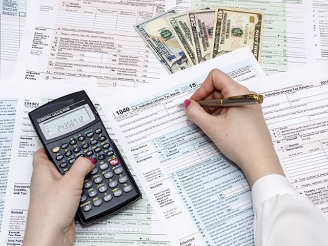 Itemize or take the standard deduction on your federal for 1040 tax table calculator