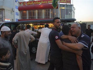 Twin suicide attack hits Baghdad police station