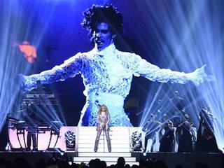 Madonna honors Prince at Billboard Awards