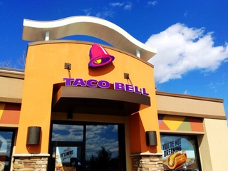 Police searching for Taco Bell robber