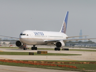United puts $10k limit on bumped flyer payments