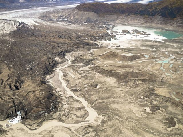 Climate change reverses flow of a Yukon river in geological instant