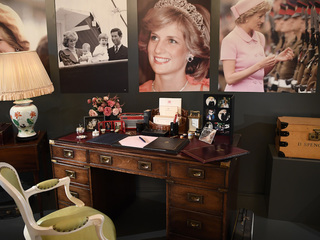 Princess Diana's unseen family photos revealed