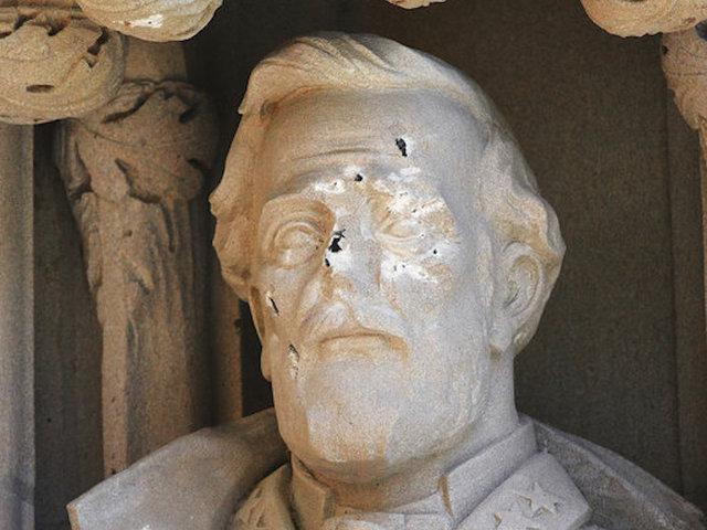 Duke University Takes Down Vandalized Robert E. Lee Statue