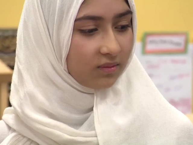 Man attacks Canadian schoolgirl with scissors to cut off her hijab