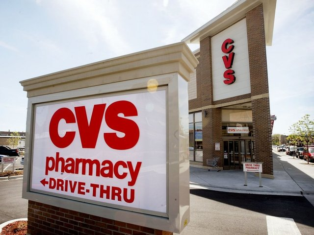 suspects only steal security guard s phone during cvs robbery